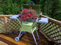 Have an old eyesore BBQ hanging around ? re-purpose it with a little paint.......Garden projects - other - bcraftygirl