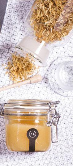 Meersalz hat eine heilende und durch die Zugabe von Ölen und verschiedenen Wirkstoffen, wie Gurke oder Minze, eine pflegende Wirkung. Außerdem kann ein Salzpeeling entzündungshemmend und desinfizierend wirken und chronische Hauterkrankungen lindern. #Salzpeeling #Badeanstalten #Meersalz