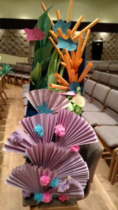 I like the paper fans Deep Sea Discovery ocean themed VBS decorations. Mostly just paper and a cardboard box. Under The Sea Theme, Under The Sea Party, Under The Sea Crafts, Under The Sea Decorations, Ocean Theme Decorations, Underwater Theme, Serpentina, Theme Halloween, Ocean Themes