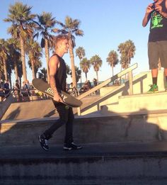 Video: Justin Bieber Skate, Play Basketball And Strolling In Venice Beach