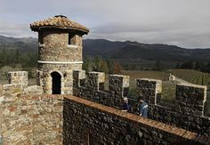 Castello di Amorosa, Calistoga, California 107 room Tuscan style castle complete with moat was built over 14 years starting 1995 with authentic medieval techniques including hand-chiseled stone,hand-forged nails and hand painted frescoes. Beautiful Castles, Beautiful Places, Monumental Architecture, Napa Valley Wineries, Medieval Town, Tuscan Style, Types Of Houses, Wanderlust Travel, Places To See