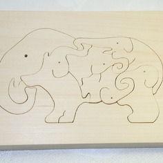 Puzzle éléphant en bois massif brut, fait-main.