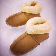 Sheepskin Slippers, Coats, Rugs, Shoes, Fashion, Farmhouse Rugs, Moda, Wraps, Zapatos