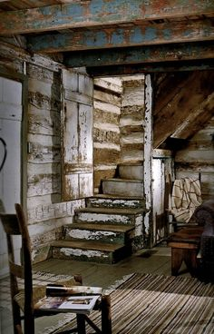 ☝☟escadas - love love the stairs. Old Cabins, Cabins And Cottages, Cabins In The Woods, Log Cabin Living, Log Cabin Homes, Cabin Interiors, Industrial Interiors, Little Cabin, Cozy Cabin