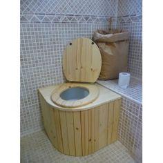 Toilette s che int rieure avec bac copeaux de bois la for Ecofriendlyhouses net