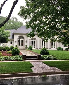 Beautiful home exterior / entrance / curb appeal / and manicured yard Exterior Colors, Exterior Design, French Exterior, Villa, French Country House, French Style House, Dream House Exterior, Architecture Details, Landscape Architecture