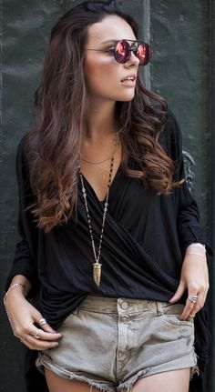 Sheinside Black Wrap Blouse - looks perfect for all ages and sizes. Classic styling with a bit grunge. Summer Outfits, Cute Outfits, Summer Clothes, Vacation Outfits, Flip Up Sunglasses, Looks Jeans, Lady, Ootd, Wrap Blouse