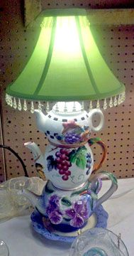 Repurposed tea pots made into a lamp. Creative home DIY