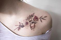 Roses on collarbone by Hongdam