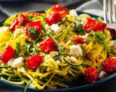 Homemade Zucchini Noodles Zoodles Pasta with Tomatos and Feta Vegan Crockpot Recipes, Low Carb Chicken Recipes, Healthy Recipes, Pasta Recipes, Lunch Recipes, Casserole Recipes, Cooker Recipes, Healthy Meals, Breakfast Recipes