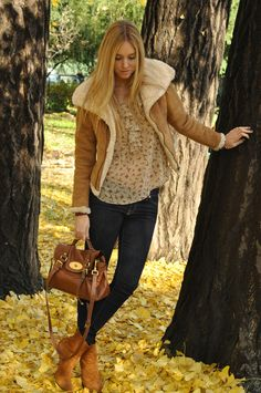 Aviator jacket and Mulberry Alexa bag @Stephanie Francis this would look great on you!