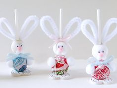 Easy Easter Craft Projects Adorable Easter treats using Dum-Dums, pipe cleaners & a few more craft goods.Adorable Easter treats using Dum-Dums, pipe cleaners & a few more craft goods. Easy Easter Crafts, Easter Crafts For Kids, Bunny Crafts, Hoppy Easter, Easter Bunny, Easter Eggs, Holiday Fun, Holiday Crafts, Halloween Crafts