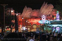 Cars Land Premier - #Disneylandia al Día™ Disney California Adventure, Cars Land, Disneyland, Parks