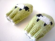 PDF KNITTING PATTERNS - baby mittens - little baa baa - newborn to 1 year
