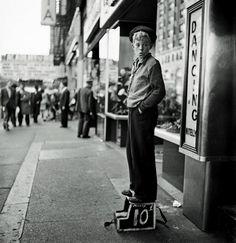 El infalible olfato fotográfico de un joven llamado Kubrick Antes de dar su gran salto al cine, el superlativo director trabajó como fotógrafo y aquí tienes algunas de aquellas instantáneas.   #photo #cool #kubrick