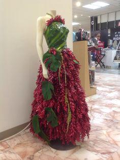 Vestido hecho con hojas y flores de Ginger o hawaianas hojas de piña ñoña colgando y colgantes de amaranto todo natural!