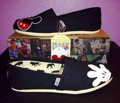 Hey, I found this really awesome Etsy listing at https://www.etsy.com/listing/179921632/disney-toms-mickeyglove