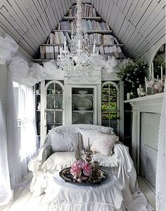 you should see the outside and the rest of the photos of this sweet little cottage!