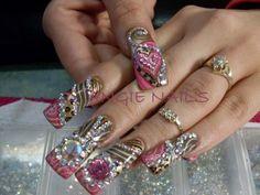 Uñas de acrilico sin fin de decoraciones... | Cuidar de tu belleza es facilisimo.com