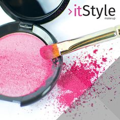 Poudre compacte rose #itstylemakeup #powder #eyeshadow #mascara #green #makeupbar #baràmakeup