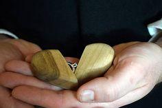 """Šperkovnica z orechového dreva """"Vezmeš si ma?"""" / woodartAM - SAShE.sk"""
