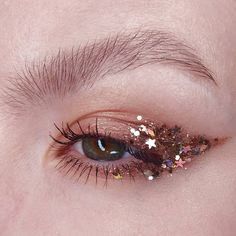 Maquillaje con glitter - Make Up Makeup Goals, Makeup Inspo, Makeup Inspiration, Makeup Tips, Makeup Ideas, Beauty Makeup, Drugstore Beauty, Gem Makeup, Exotic Makeup