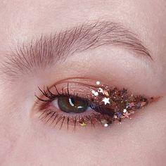 Maquillaje con glitter - Make Up Makeup Inspo, Makeup Inspiration, Beauty Makeup, Hair Makeup, Makeup Ideas, Drugstore Beauty, Makeup Eyeshadow, Nyx Lipstick, Gem Makeup