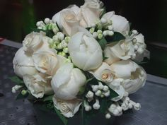 Bouquet en blanco y champang con rosa,peonia y bouvardia,delicado,romantico