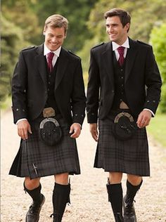 Passing some handsome guys walking back to the room ♡♡♡ Can't wait to get my Scot in a kilt ~ already getting light headed thinking about it ;)