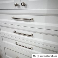 #Repost Our Ascendra knobs and pulls looking magnificent on one of @davisvillekitchens displays!  Hardware is a cabinet's best friend! We LOVE this hardware from @topknobs - so much so we have it on one of our displays in the showroom. #comeseeus . . . . . . . . . . #customkitchendesign #davisvillekitchens #cabinetry #interiordesign #interiordesignlove #toronto #kitchendesign #kitchencabinetry #customcabinetry #renovation #renolife #topknobs