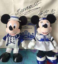 DISNEY JAPAN MICKY WHITE PASS CASE 2018 Limited TOKYO DISNEY LAND  FREE SHIPPING