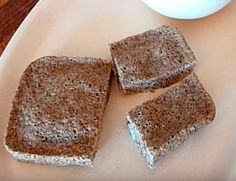 Vollkornbrot mit Paprika und Cashew = whole wheat bread with cashews and red peppers Pan Cetogénico, Rye Bread Recipes, Finnish Recipes, Bread Tin, Vegan Cake, Pampered Chef, Sin Gluten, Bread Baking, Vegetarian