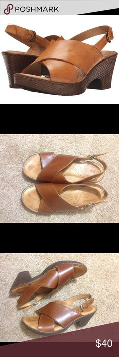 Soft Coralyn Brown tan Leather Platform Sandals Size 39, best fit an 8.5. Very good condition Sofft Shoes Heels