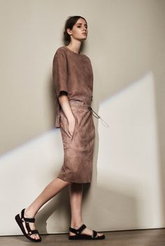 http://www.style.com/slideshows/fashion-shows/resort-2016/joseph/collection/24
