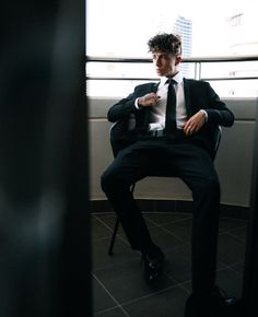 Oh ma gosh never thought someone could look hot in a suit, I was wrong Jack Avery, Future Boyfriend, Future Husband, Why Dont We Imagines, Why Dont We Band, Jonah Marais, Zach Herron, Corbyn Besson, Classic Tv