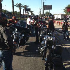 Caravana Harley para Xtreme Pilots en el estadio de béisbol Monterrey