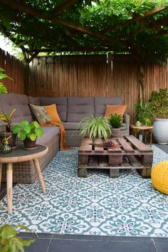 When early throughout notion, the particular pergola is experiencing a bit of a modern renaissance Outdoor Balcony, Outdoor Spaces, Outdoor Decor, Garden Furniture, Outdoor Furniture Sets, Hm Home, Coastal Landscaping, Backyard Garden Design, Pergola Designs