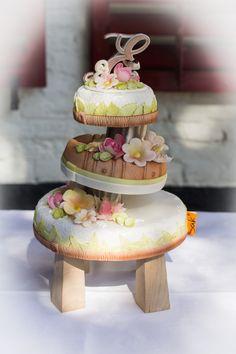 SAK bruidstaarten, only the brave. Exclusieve bruidstaarten voor bruidsparen die hun eigen weg bewandelen. Brave, Desserts, Food, Seeds, Tailgate Desserts, Deserts, Essen, Postres, Meals