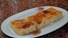 Μια υπέροχη γαλατόπιτα χωρίς φύλλο. Μια παραδοσιακή πίτα της Πελοποννήσου που γίνεται και με φύλλο και χωρίς φύλλο. Κάθε περιοχή στη Πελοπόννησο έχει να μα
