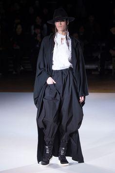 ヨウジヤマモト 2015-16年秋冬コレクション - 着付けの美、工事中からヒントを得たドレスの写真47