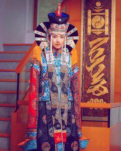 Vêtement et coiffure traditionnels de Mongolie.