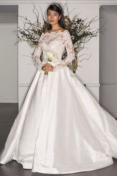Legends by Romona Keveza Fall 2017: Romantic Lace and Classic Silhouettes   TheKnot.com