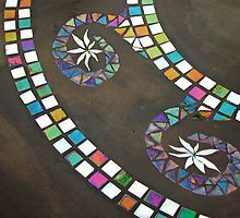 Swirl by Leslie Guinan This is in fact cloth, but a great mosaic colouring and design! Stone Mosaic Tile, Mosaic Art, Mosaic Glass, Mosaic Tiles, Glass Art, Stained Glass, Alice In Wonderland Garden, Mosaic Madness, Art Deco Pattern