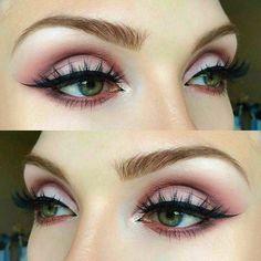 Deep pink cut crease eyeshadow #cutcrease #eyeshadow #eyeshadowlooks #pinkeyeshadow #makeuplooks