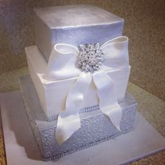 Glitz and Glam for the Big Day! Danish Bakery, Buttercream Icing, Beautiful Wedding Cakes, Glitz And Glam, Yummy Cakes, Cake Designs, Design Ideas, Big