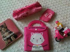 Kit gatinhos 2 livros + estojo + porta moeda + brinde
