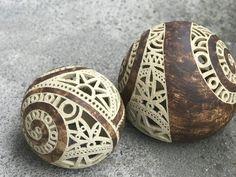kamínek skalničkový spirálka ...na přání / Zboží prodejce zu straková   Fler.cz Ceramics Ideas, Coconut Shell, Gourd Art, Shell Art, Ceramic Design, Gourds, Shells, Pottery, Sculpture