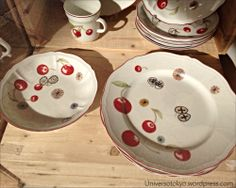 Mina Perhonen (by Akira Minagawa), has created a beautiful tableware collection in a collaboration project with Richard Ginori, the Italian porcelain manufacturer. Akira, Ceramic Art, Old And New, Collaboration, Porcelain, Plates, Ceramics, Tableware, Beautiful