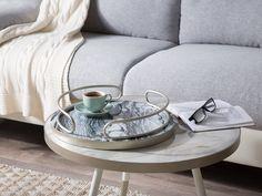Das ideale Wohnaccessoire für jede edel und klassisch eingerichtete Wohnung! Mit diesem Tablett setzen Sie nicht nur Dekoartikel, Kerzen und Blumen schön in Szene, es kann auch für Speisen und Getränke genutzt werden. Die hübsche Marmoroptik in hellen und dunklen Grautönen und die zwei abgerundeten, silbernen Griffe runden das elegante Design gekonnt ab. Wooden Platters, Coastal Country, Small Bathroom Layout, Marble Effect, White Style, Wood Colors, Modern Rustic, Decoration, Solid Wood