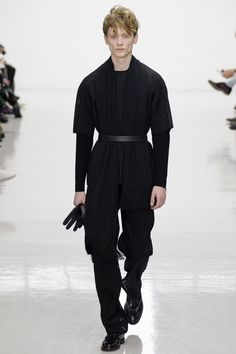 Matthew Miller Fall 2016 Menswear collection, runway looks, beauty, models, and reviews.